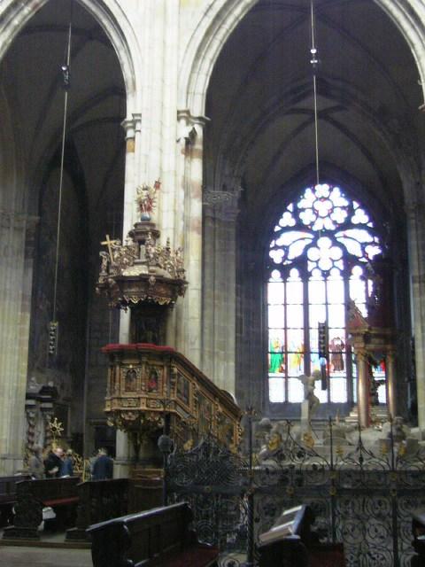 お城の中の大聖堂