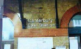 イースト駅と城壁